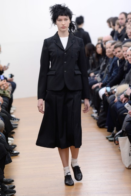 comme-des-garcons-comme-des-garcons-paris-fashion-week-autumn-winter-2015-19