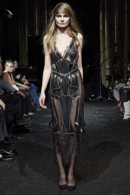 gosia-baczynska-paris-fashion-week-autumn-winter-2015-32
