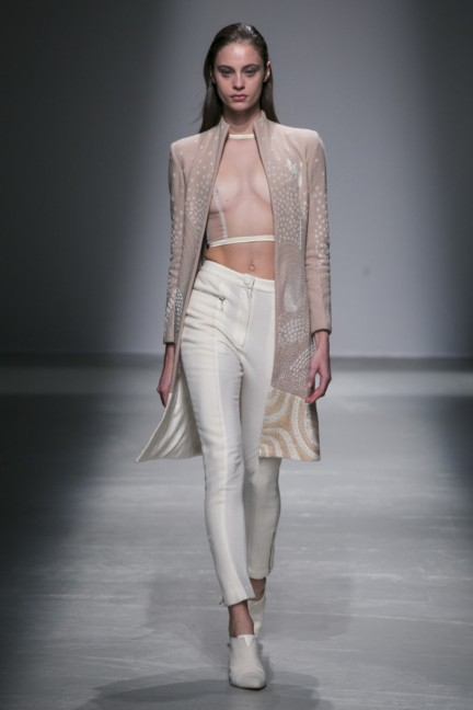 rahul-mishra-paris-fashion-week-autumn-winter-2015-11