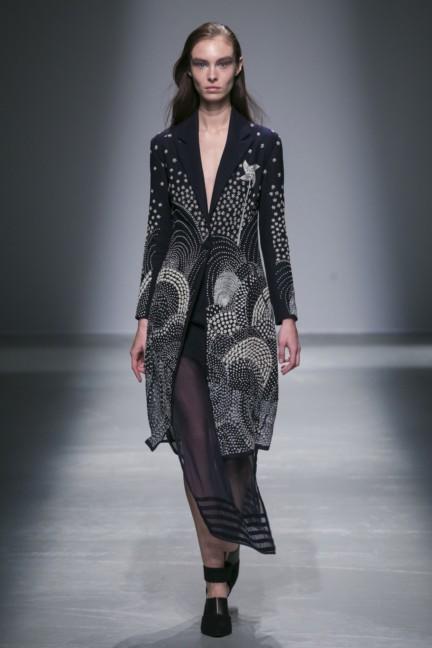 rahul-mishra-paris-fashion-week-autumn-winter-2015-15