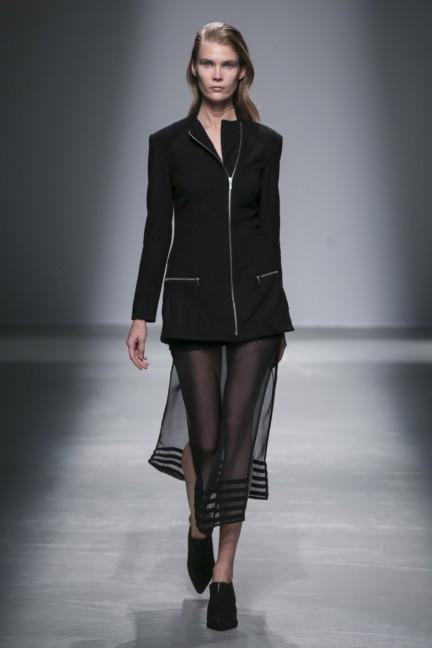 rahul-mishra-paris-fashion-week-autumn-winter-2015-19