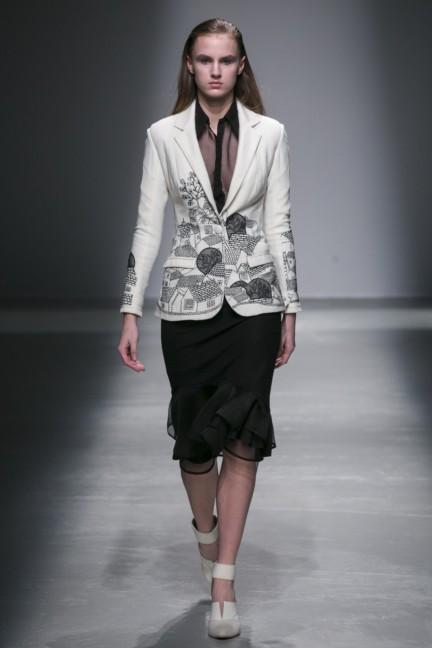 rahul-mishra-paris-fashion-week-autumn-winter-2015-29