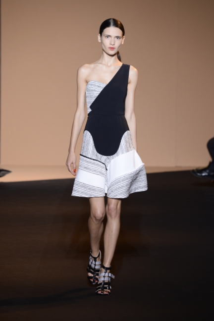 roland-mouret-paris-fashion-week-spring-summer-2015-21