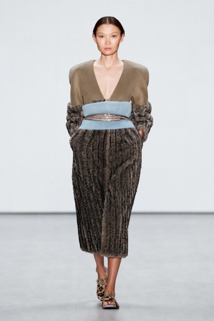 roshi-porkar-mercedes-benz-fashion-week-berlin-autumn-winter-2015-15