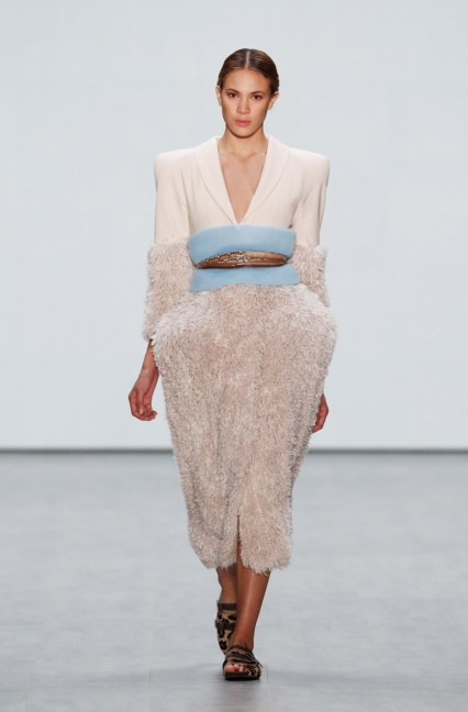 roshi-porkar-mercedes-benz-fashion-week-berlin-autumn-winter-2015-17