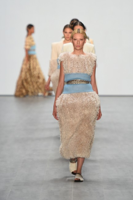 roshi-porkar-mercedes-benz-fashion-week-berlin-autumn-winter-2015-2