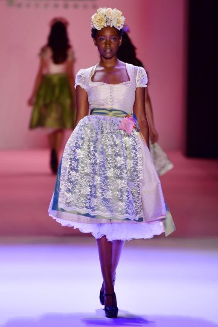 ss-2017_fashion-week-berlin_de_0007_sportalm_65600