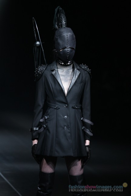 alice-auaa-Tokyo-Fashion-Week-Autumn-Winter-2014-16