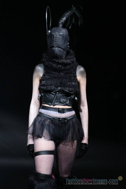alice-auaa-Tokyo-Fashion-Week-Autumn-Winter-2014-19