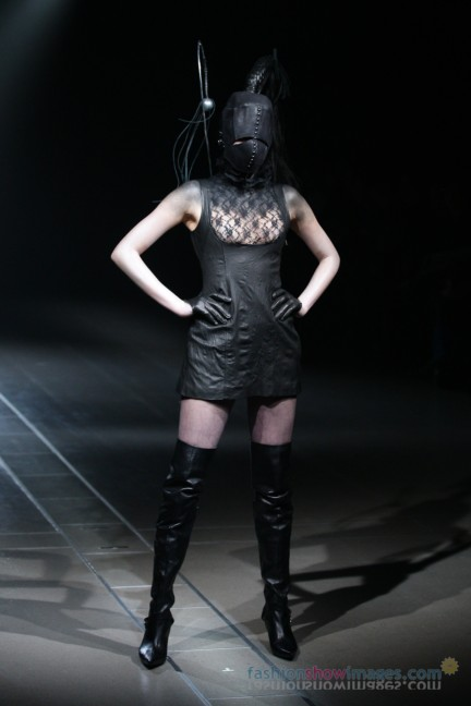 alice-auaa-Tokyo-Fashion-Week-Autumn-Winter-2014-34