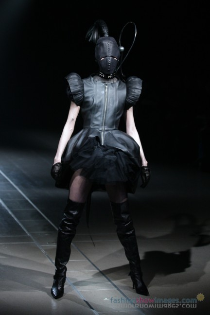 alice-auaa-Tokyo-Fashion-Week-Autumn-Winter-2014-42