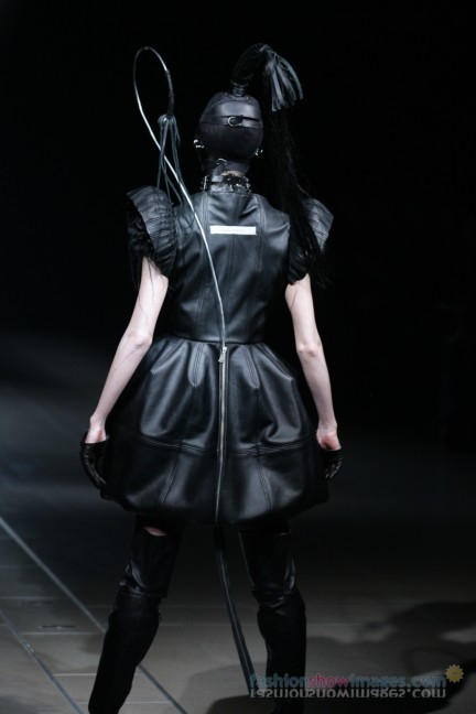 alice-auaa-Tokyo-Fashion-Week-Autumn-Winter-2014-43