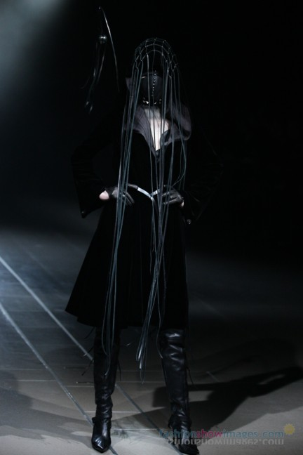 alice-auaa-Tokyo-Fashion-Week-Autumn-Winter-2014-9