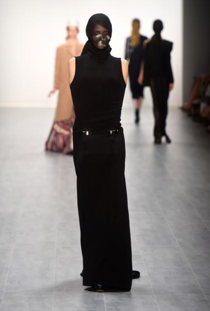universitat-der-kunste-berlin-mercedes-benz-fashion-week-berlin-spring-summer-2015-19