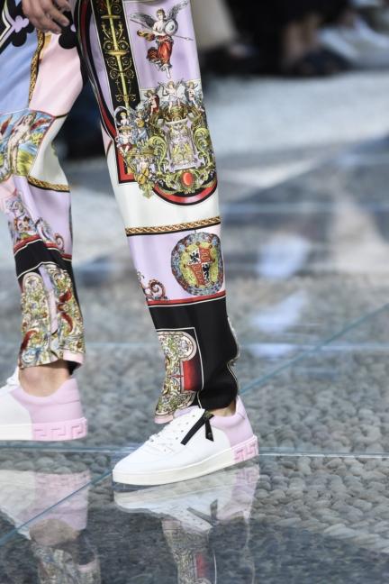 versace-milan-mens-ss-18-details-15
