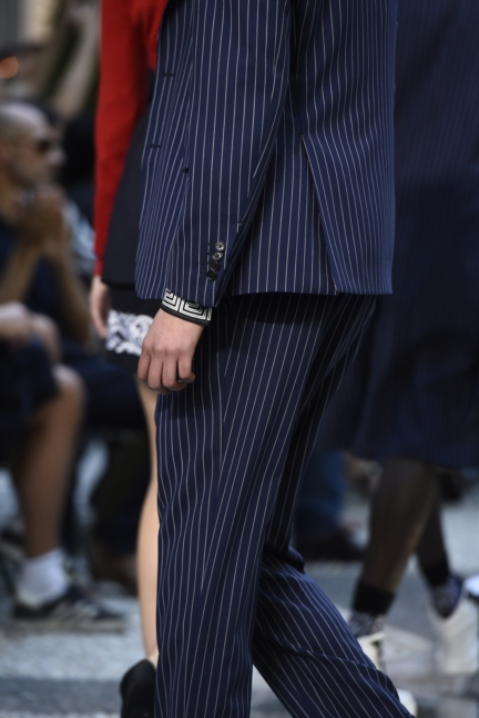 versace-milan-mens-ss-18-details-20