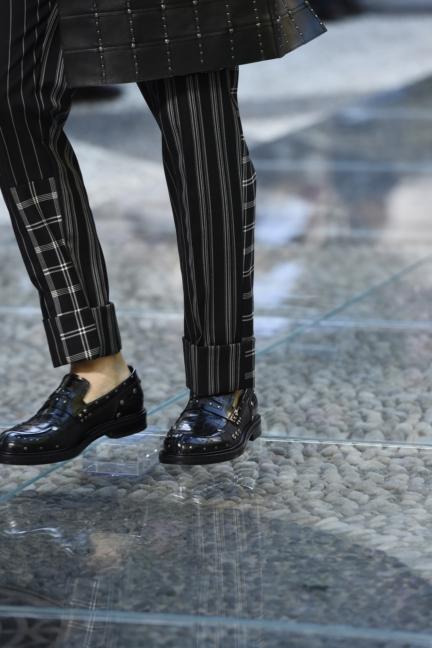 versace-milan-mens-ss-18-details-3