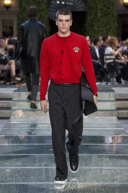 b1438cece VERSACE - Milan Mens S/S 18 Fashion Show Images