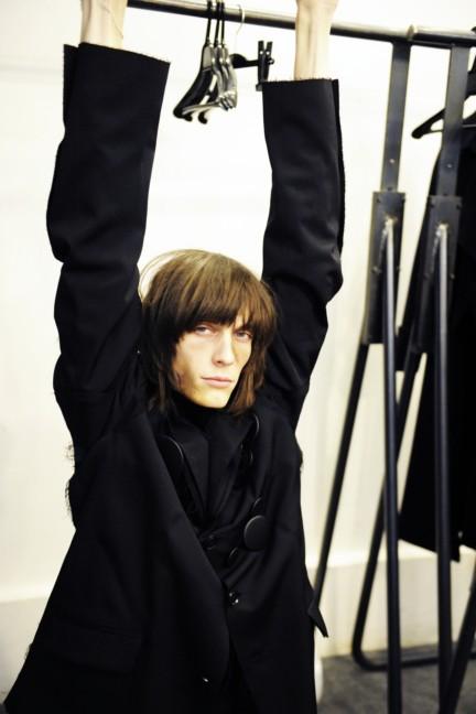 yohji-yamamoto-paris-mens-autumn-winter-2015-backstage-14