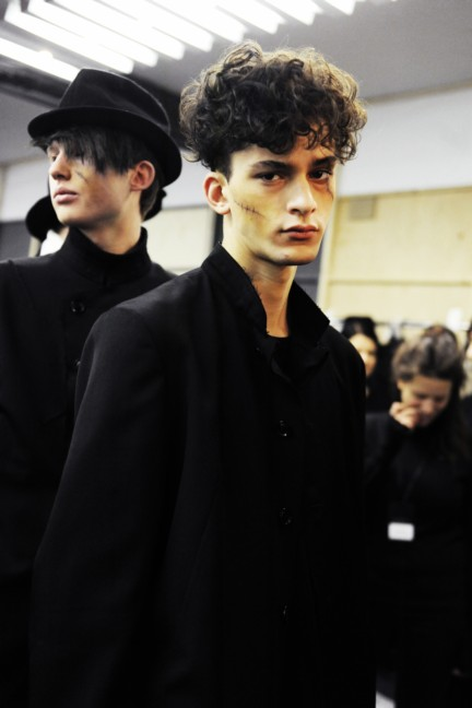 yohji-yamamoto-paris-mens-autumn-winter-2015-backstage-15