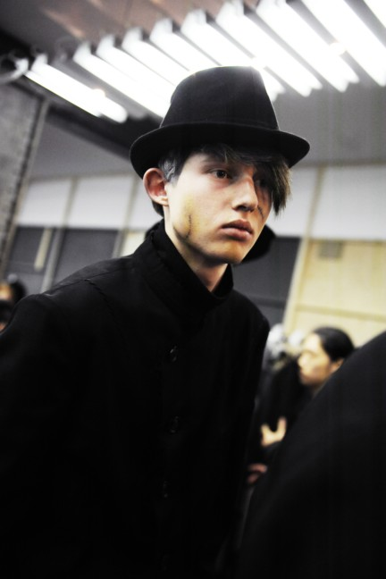yohji-yamamoto-paris-mens-autumn-winter-2015-backstage-16