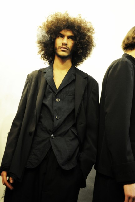 yohji-yamamoto-paris-mens-autumn-winter-2015-backstage-18