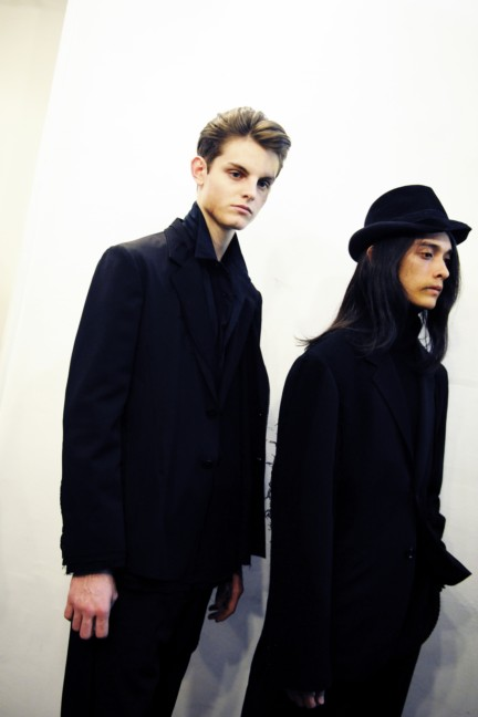 yohji-yamamoto-paris-mens-autumn-winter-2015-backstage-19