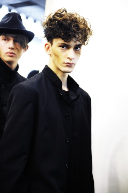 yohji-yamamoto-paris-mens-autumn-winter-2015-backstage-20