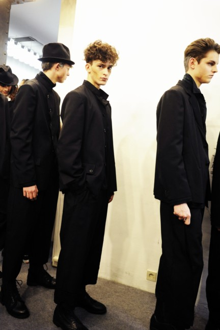 yohji-yamamoto-paris-mens-autumn-winter-2015-backstage-21