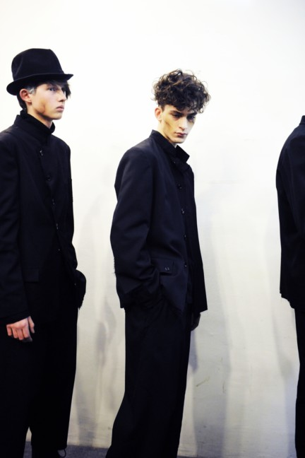 yohji-yamamoto-paris-mens-autumn-winter-2015-backstage-22