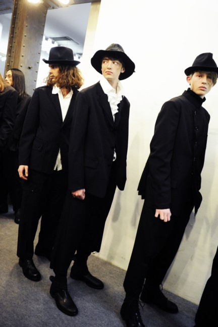 yohji-yamamoto-paris-mens-autumn-winter-2015-backstage-23