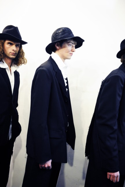 yohji-yamamoto-paris-mens-autumn-winter-2015-backstage-24