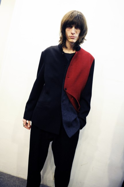 yohji-yamamoto-paris-mens-autumn-winter-2015-backstage-27