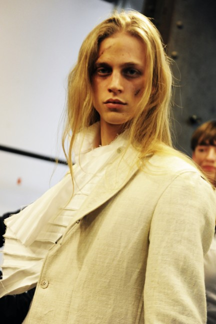 yohji-yamamoto-paris-mens-autumn-winter-2015-backstage-34