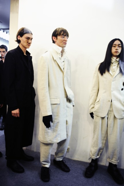 yohji-yamamoto-paris-mens-autumn-winter-2015-backstage-36