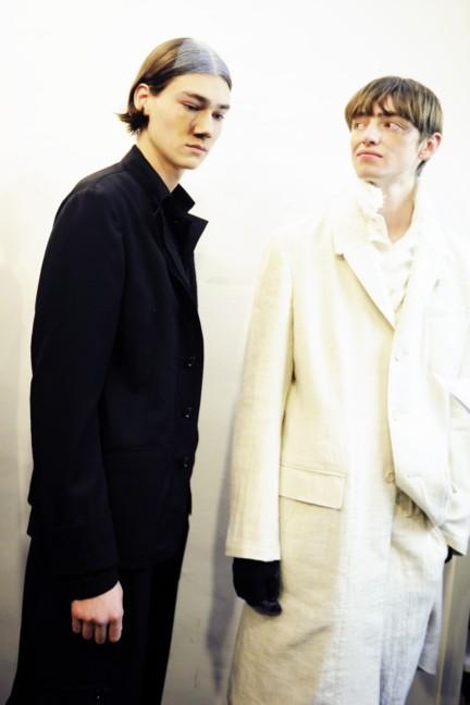 yohji-yamamoto-paris-mens-autumn-winter-2015-backstage-37