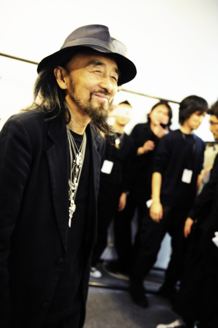 yohji-yamamoto-paris-mens-autumn-winter-2015-backstage-38