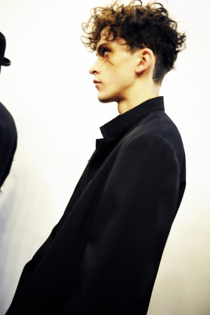 yohji-yamamoto-paris-mens-autumn-winter-2015-backstage-40