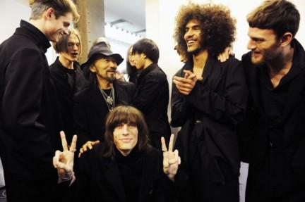 yohji-yamamoto-paris-mens-autumn-winter-2015-backstage-41