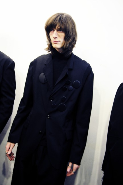 yohji-yamamoto-paris-mens-autumn-winter-2015-backstage-5
