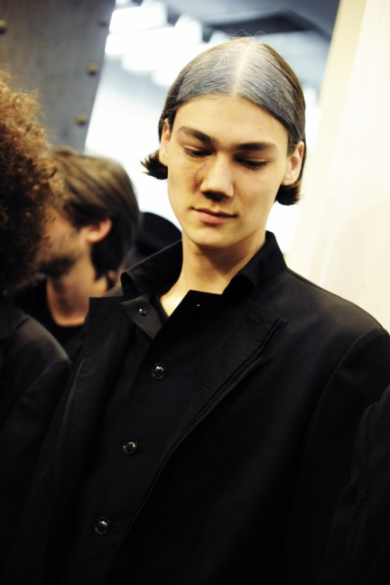 yohji-yamamoto-paris-mens-autumn-winter-2015-backstage-8