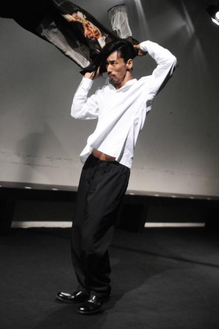 yohji-yamamoto-paris-mens-ss-17-8