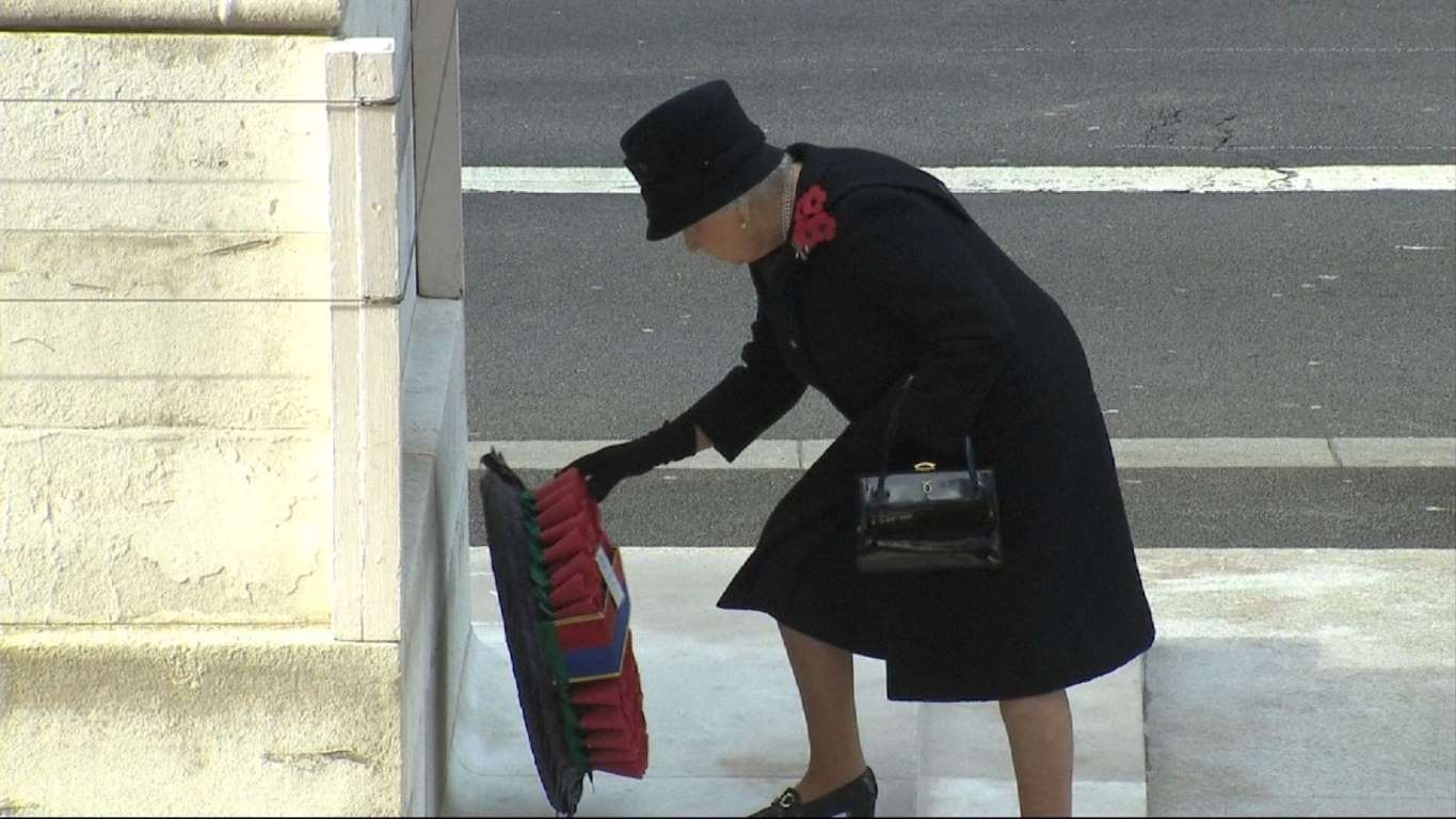 the-queen-lays-first-wreath-at-the-cenotaph-on-remembrance-sunday